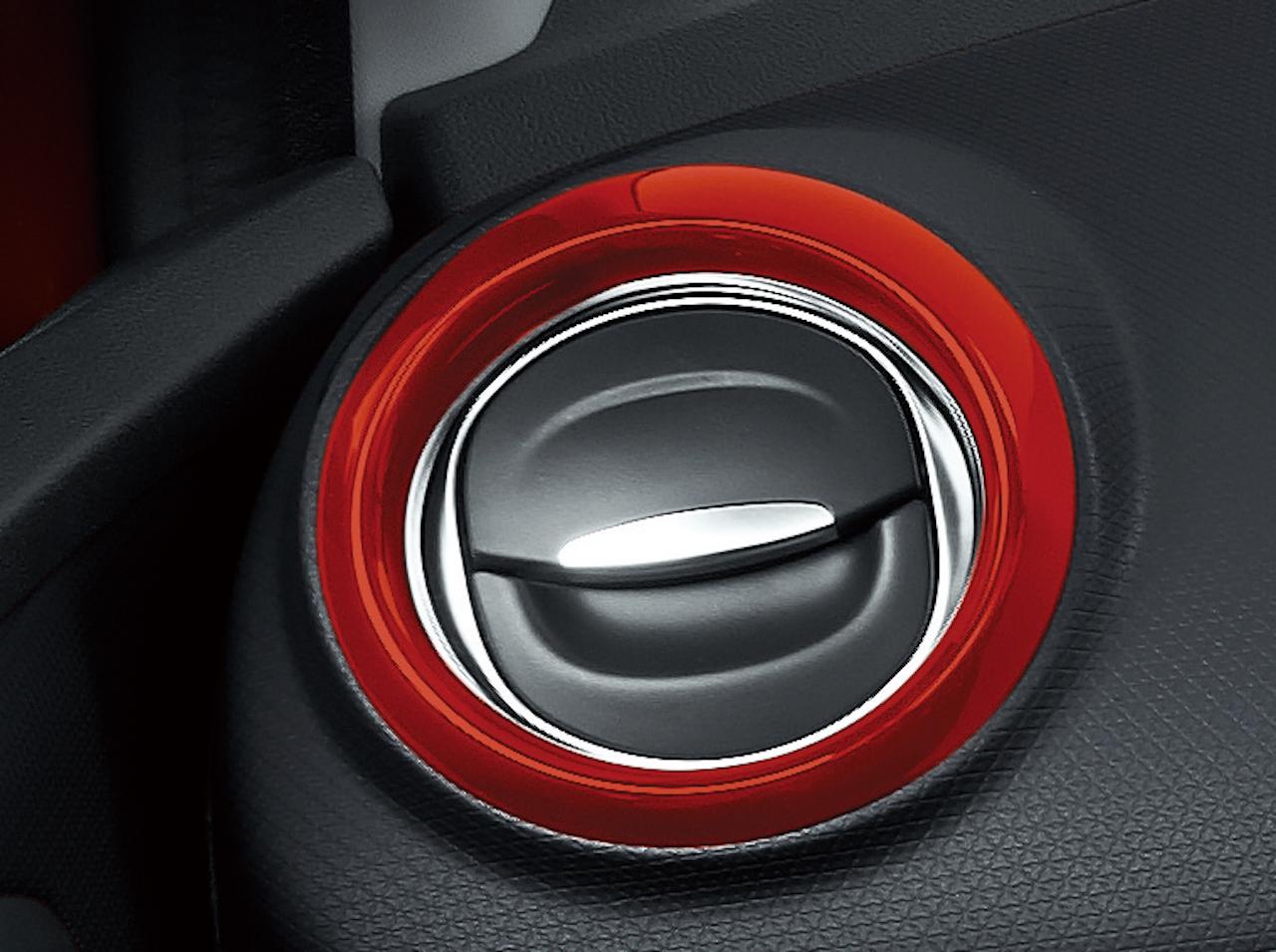 「【新車】情熱の赤をまとった「ルノー ルーテシア アイコニック」が40台限定で登場」の5枚目の画像