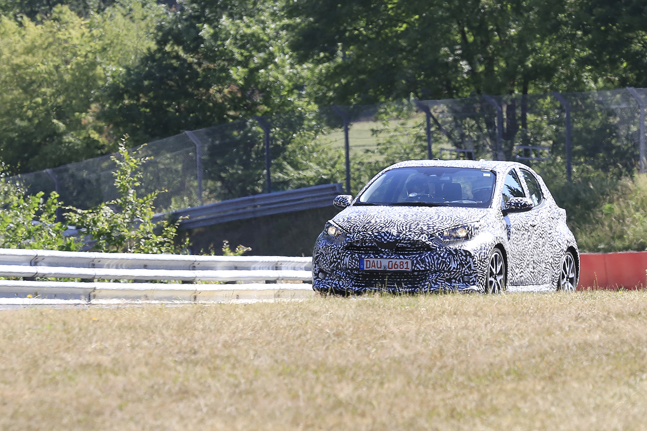 「新型トヨタ・ヴィッツをキャッチ!  マツダ製でなく独自開発か?」の6枚目の画像