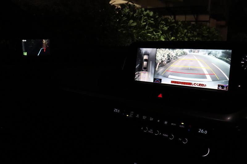 レクサスES300hのデジタルアウターミラー(夜間)