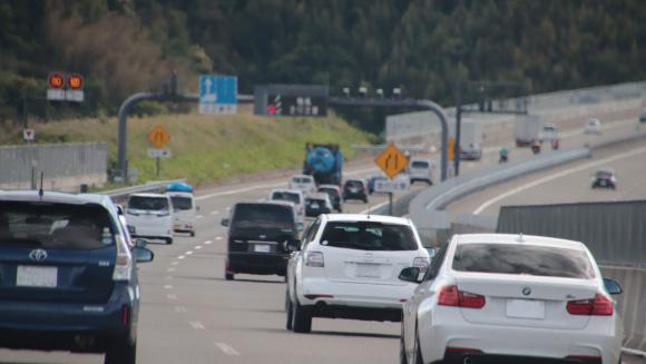 高速道路の走行風景