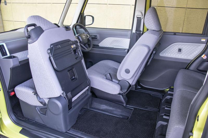 新型ダイハツ・タントの助手席スライド機構