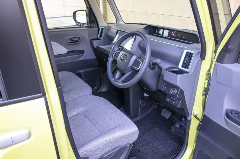 新型ダイハツ・タントの運転席ドア