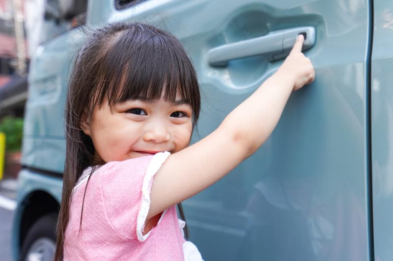 子どもは大人の行動をよく見て真似るもの