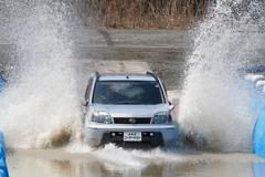 JAFによる冠水した道路のテスト走行