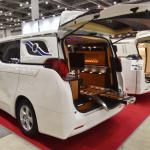 光岡自動車が新型霊柩車「プレミアムフュージョン」をエンディング産業展で初公開 - MitsuokaFusionPremium003