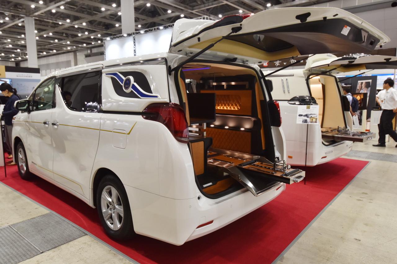 「光岡自動車が新型霊柩車「プレミアムフュージョン」をエンディング産業展で初公開」の3枚目の画像
