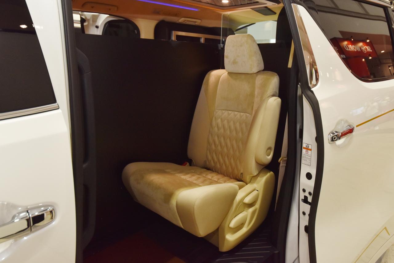 「光岡自動車が新型霊柩車「プレミアムフュージョン」をエンディング産業展で初公開」の5枚目の画像