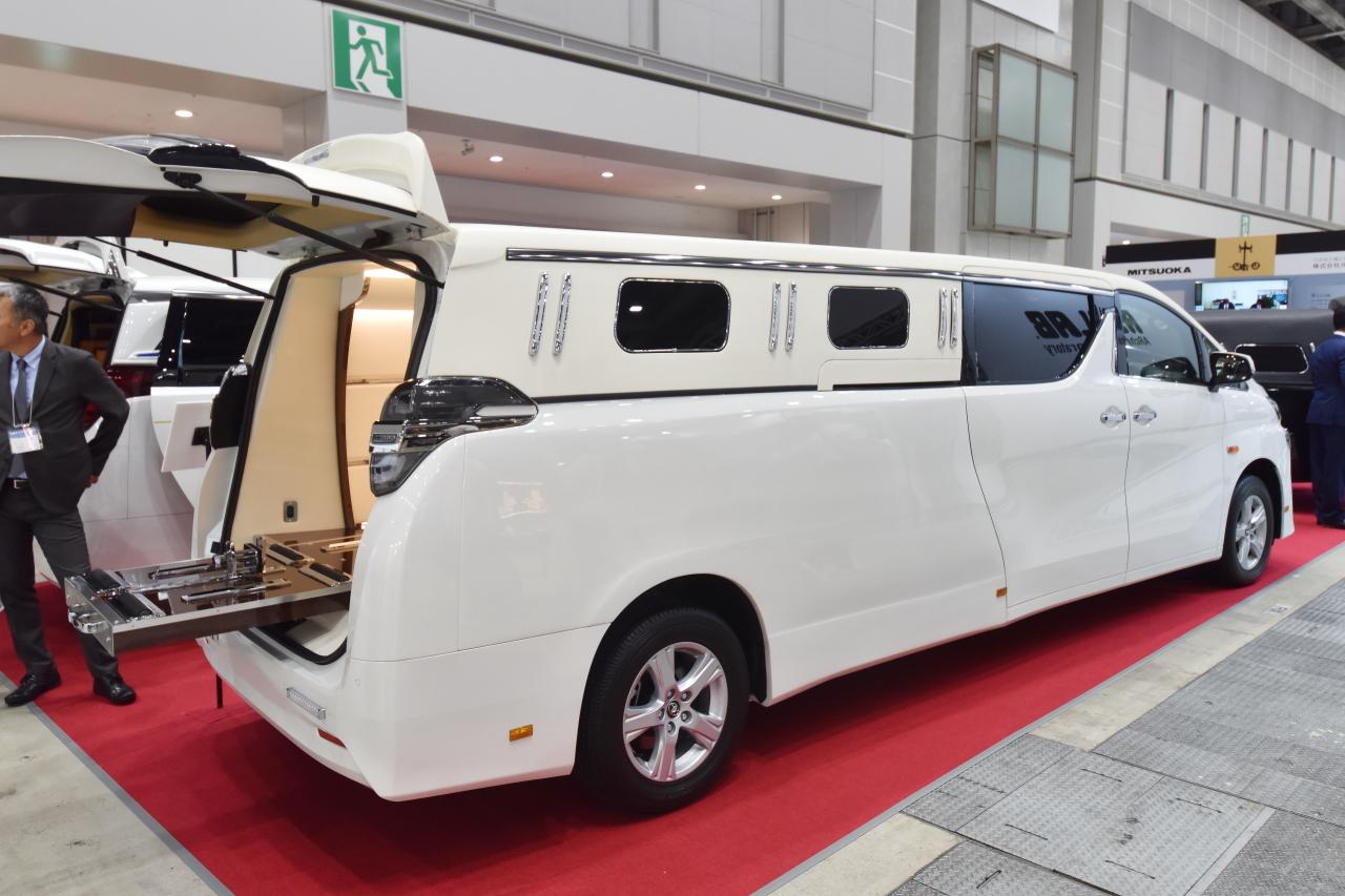 「光岡自動車が新型霊柩車「プレミアムフュージョン」をエンディング産業展で初公開」の8枚目の画像