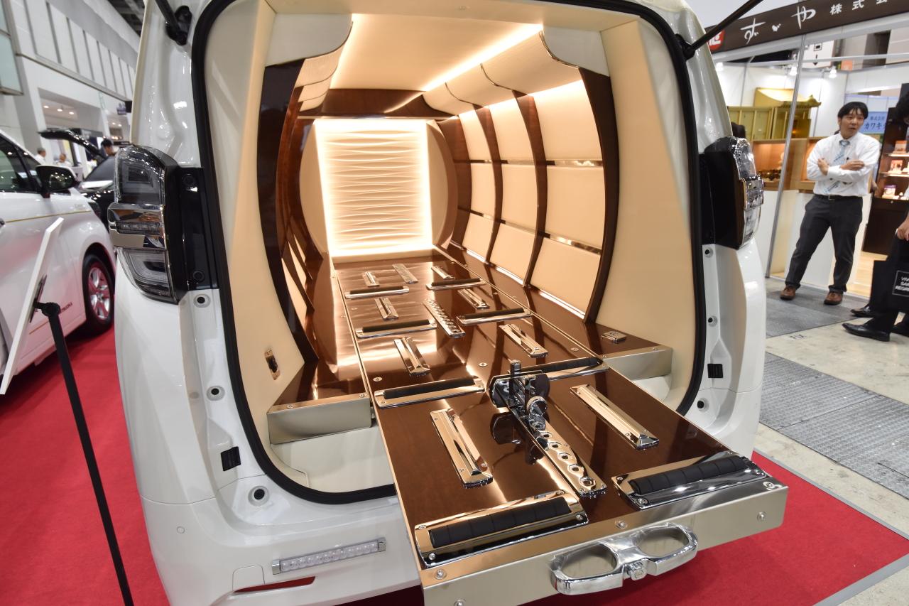 「宮型から洋型霊柩車への流れだけではない、これからの日本に求められる霊柩車とは?」の2枚目の画像