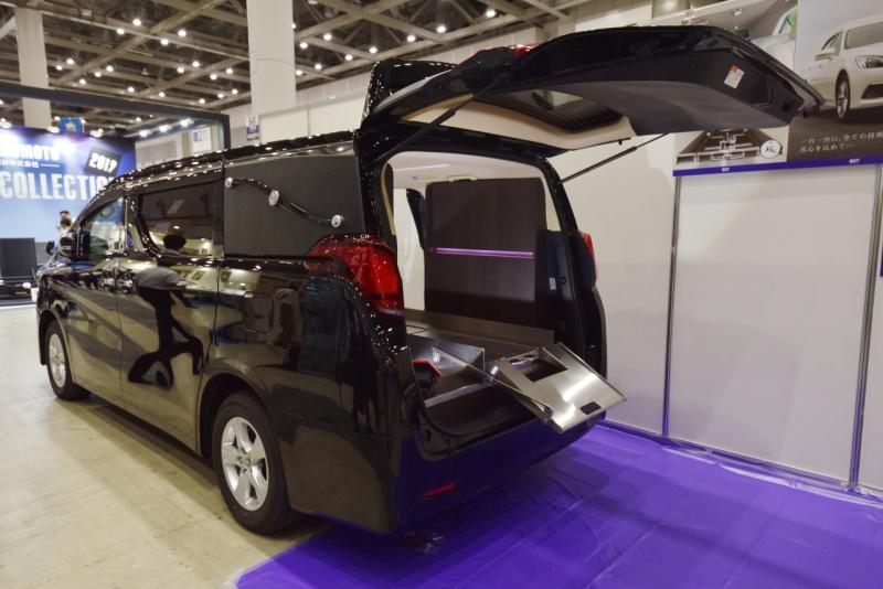大江車体特装の霊柩車