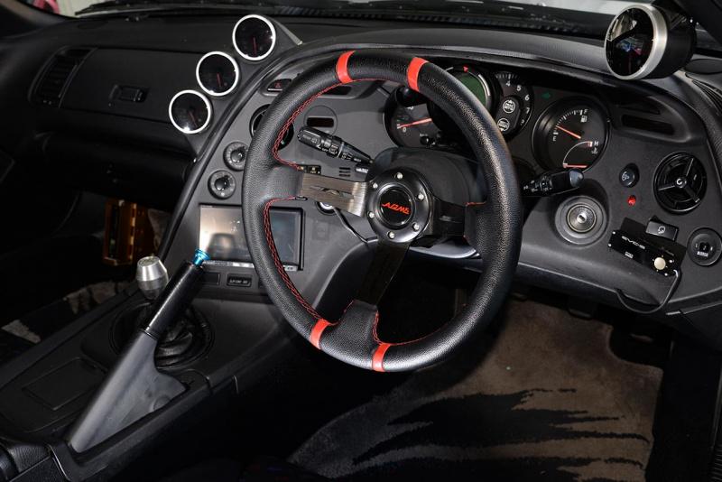 トヨタ80スープラ・チューニング仕様のインパネ