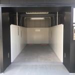 ディーラー・ショールームが開閉可能なガラス張りの理由は、クルマを搬入するためだった! - showroom_02
