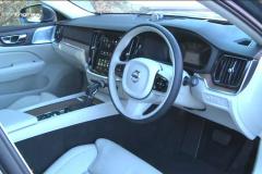 ボルボV60 T5インスクリプションの白いシート