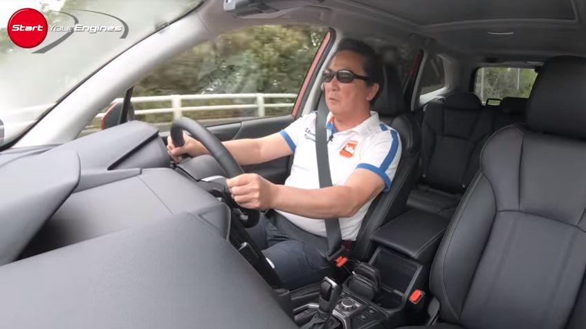 フォレスターをドライブする清水和夫