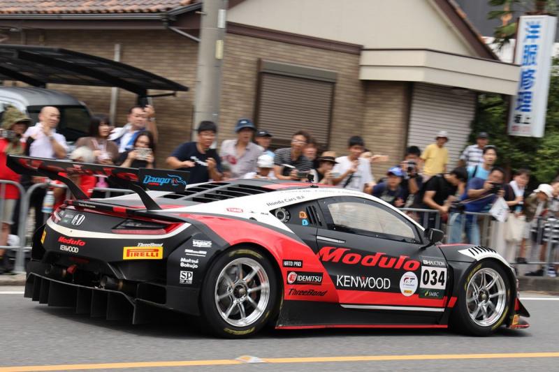 パレードに参加したModulo Drago CORSE 034号車