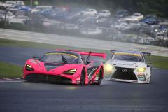 McLaren 720SとSYNTIUM LMcorsa RC F GT3