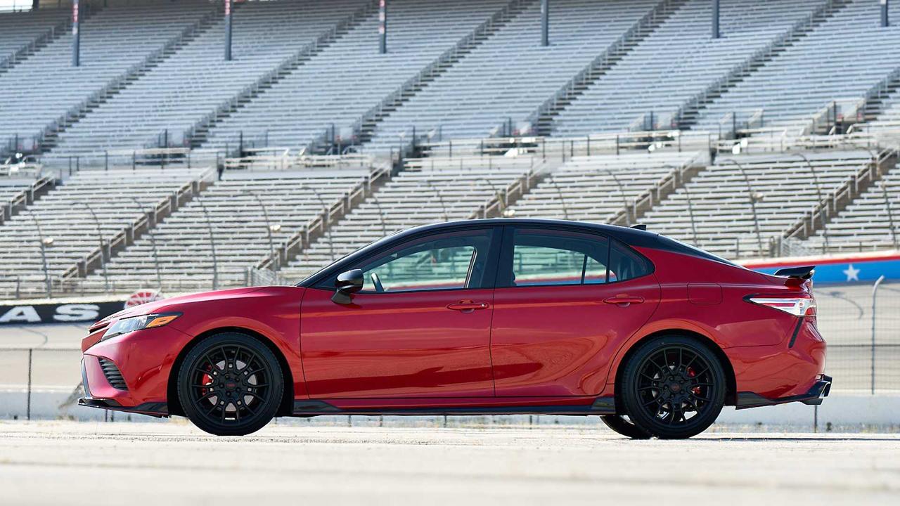 「トヨタ カムリの北米専用モデル「カムリTRD」が発売! よりエキサイティングなルックスに」の6枚目の画像