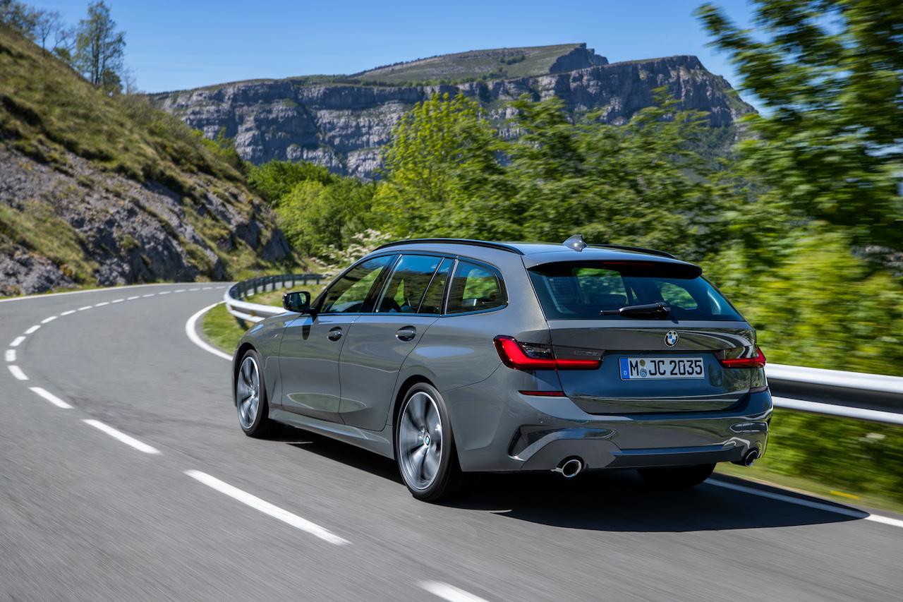 「新型BMW 3シリーズに待望のツーリング(ステーションワゴン)が登場【新車】」の1枚目の画像