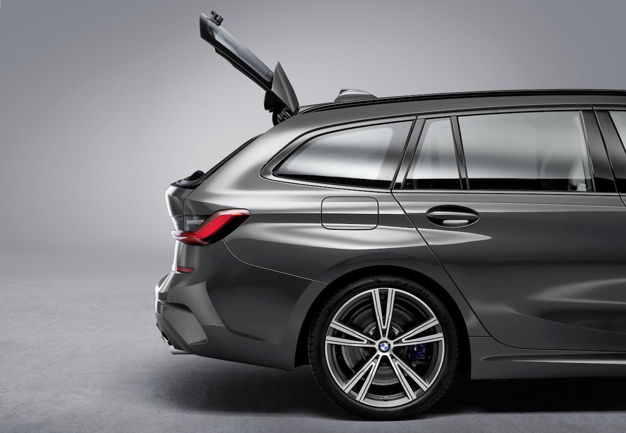 「新型BMW 3シリーズに待望のツーリング(ステーションワゴン)が登場【新車】」の2枚目の画像