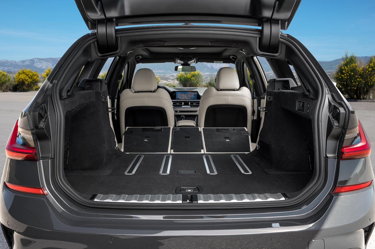 「新型BMW 3シリーズに待望のツーリング(ステーションワゴン)が登場【新車】」の4枚目の画像
