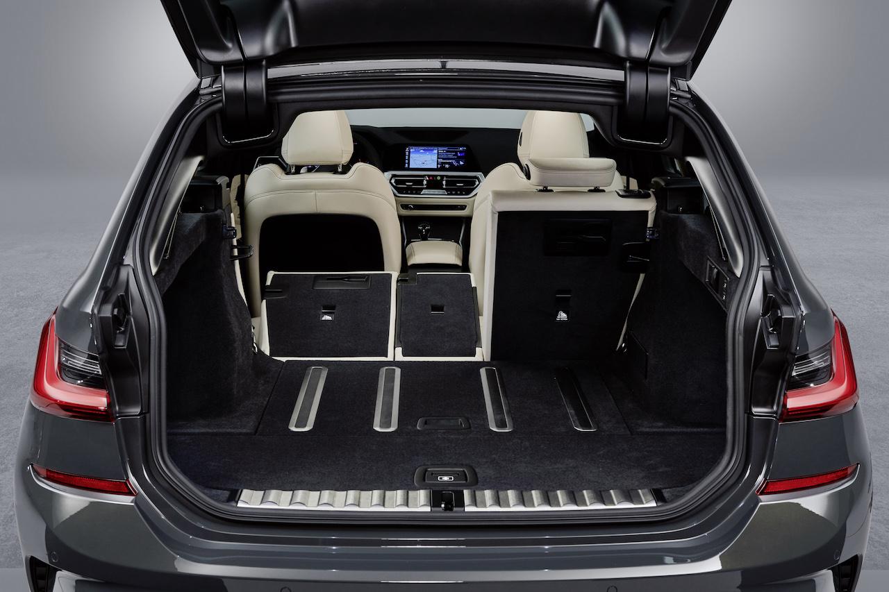 「新型BMW 3シリーズに待望のツーリング(ステーションワゴン)が登場【新車】」の5枚目の画像