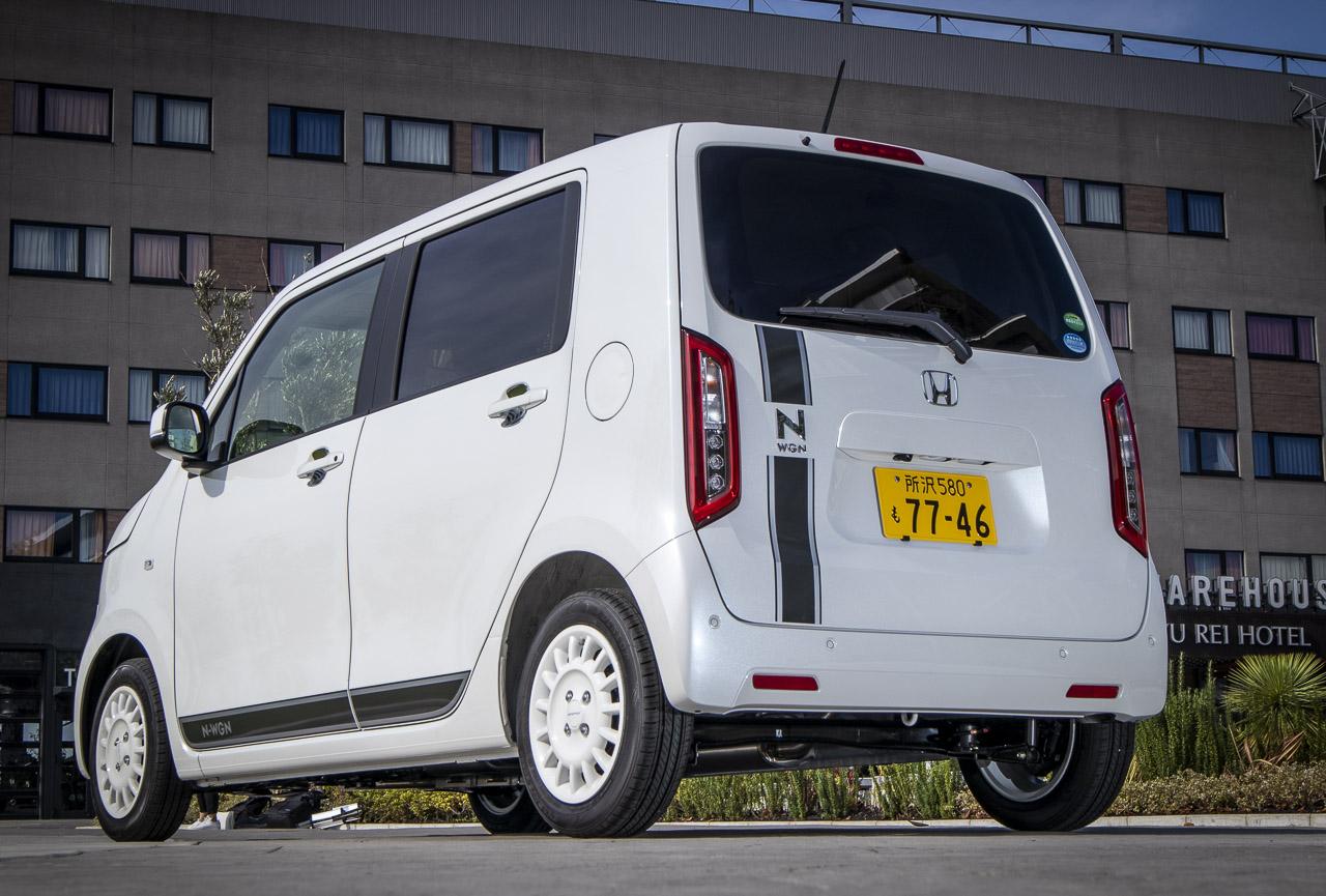 新型N-WGNの純正アクセサリー装着車のリヤビュー