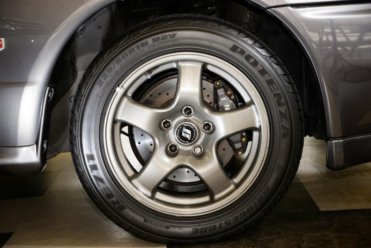 R32型GT-Rのタイヤ