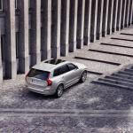 ボルボ XC90がマイナーチェンジ。自慢の安全装備を強化し、特別仕様車の「XC90 D5 AWD R-Design」も設定【新車】 - New Volvo XC90 Inscription T8 Twin Engine in Birch Light Metallic