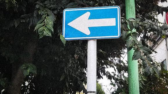 一方通行の標識