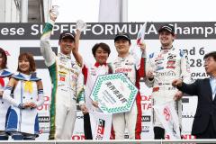 山下健太選手初優勝の表彰台