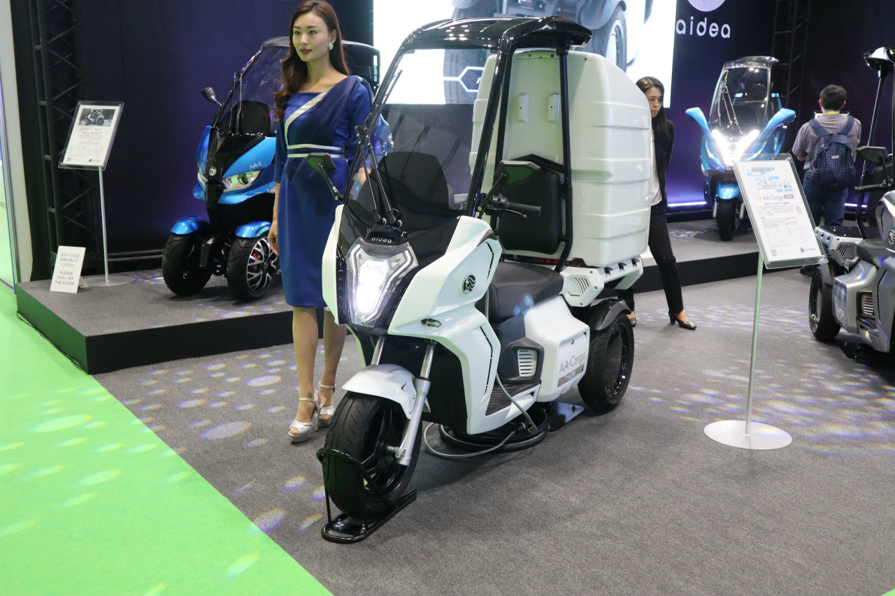 「バイクから家に電気を供給できる! 日本発の新ブランド「アイディア」の電動スクーターが誕生【東京モーターショー2019】」の1枚目の画像
