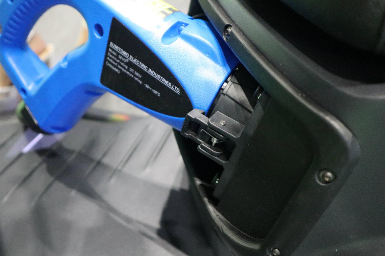 「バイクから家に電気を供給できる! 日本発の新ブランド「アイディア」の電動スクーターが誕生【東京モーターショー2019】」の4枚目の画像
