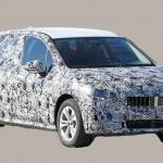 撮影場所は極秘。BMW 2シリーズ アクティブツアラーの次期型はボディ拡大し巨大グリル装着へ - BMW 2 Series Active Tourer 1