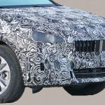 撮影場所は極秘。BMW 2シリーズ アクティブツアラーの次期型はボディ拡大し巨大グリル装着へ - BMW 2 Series Active Tourer 3