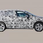 撮影場所は極秘。BMW 2シリーズ アクティブツアラーの次期型はボディ拡大し巨大グリル装着へ - BMW 2 Series Active Tourer 4
