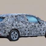 撮影場所は極秘。BMW 2シリーズ アクティブツアラーの次期型はボディ拡大し巨大グリル装着へ - BMW 2 Series Active Tourer 5