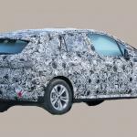 撮影場所は極秘。BMW 2シリーズ アクティブツアラーの次期型はボディ拡大し巨大グリル装着へ - BMW 2 Series Active Tourer 6