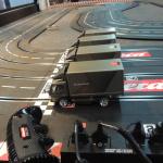 三菱ふそうの大型バス「エアロクイーン」の内部で大型トラック「キャンター」がレース!?【東京モーターショー2019】 - canter-race