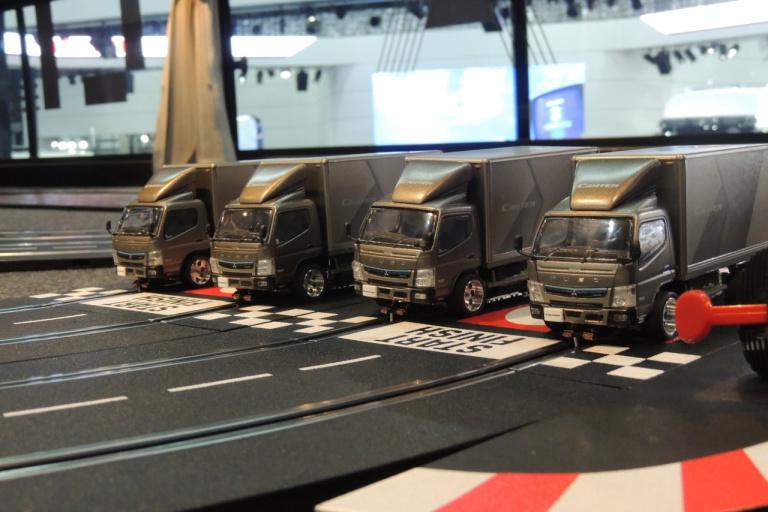 三菱キャンター4台