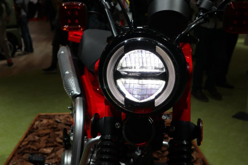 CT125のヘッドライト