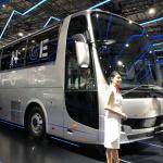 三菱ふそうの大型バス「エアロクイーン」の内部で大型トラック「キャンター」がレース!?【東京モーターショー2019】 - aeroqueen