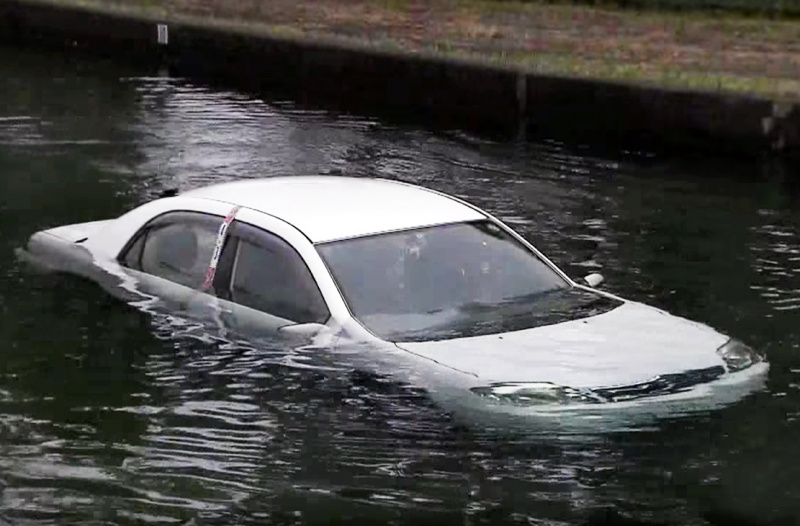 JAFによる水没のテスト風景01