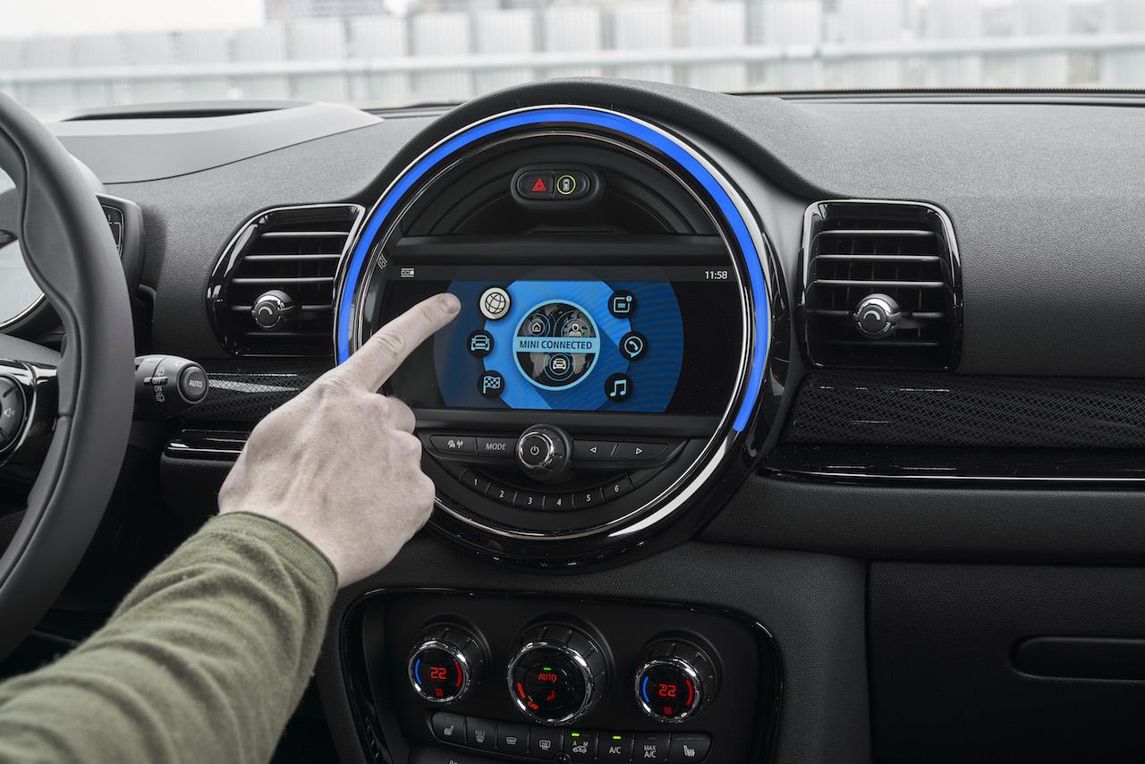 「MINIクラブマンがマイナーチェンジ。パワートレーンを一新し、自分だけの1台に仕上げられる「MINI YOURS STYLE」も刷新【新車】」の3枚目の画像