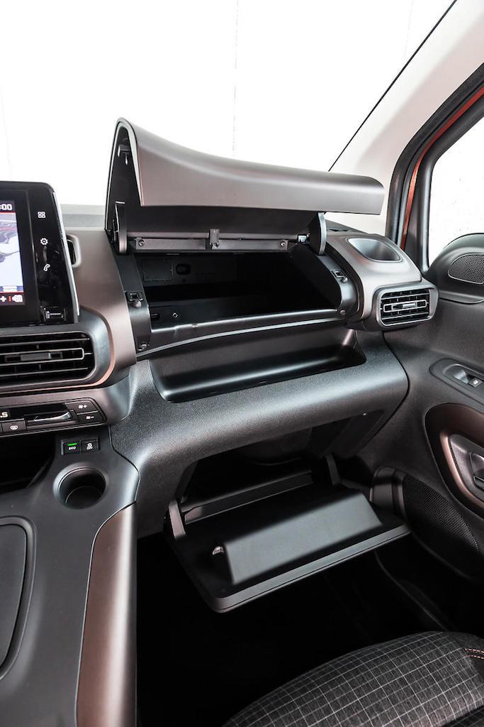 「ルノー・カングーに最強のライバルが出現!? MPVのプジョー・リフターは先進安全装備を満載【新車】」の21枚目の画像