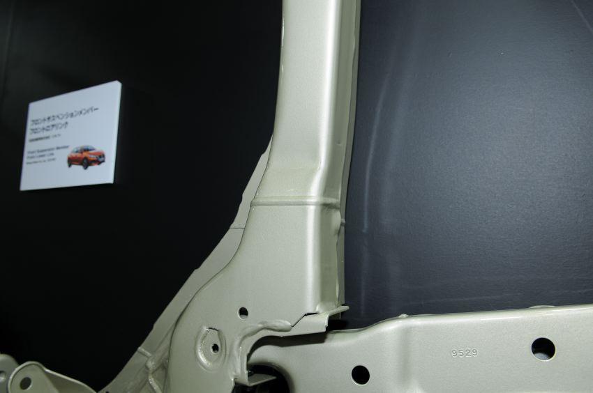 「地味ながらもクルマを支えるヨロズのサスメンバー! 溶接→プレス加工の独自技術が光る!!【東京モーターショー2019】」の2枚目の画像