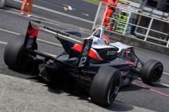 F3マシンに乗る大津弘樹選手
