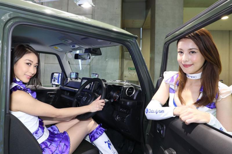 デモカーの車内