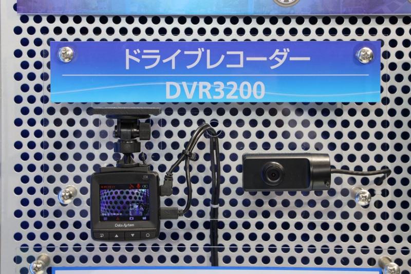 前後2カメラ式のドライブレコーダー