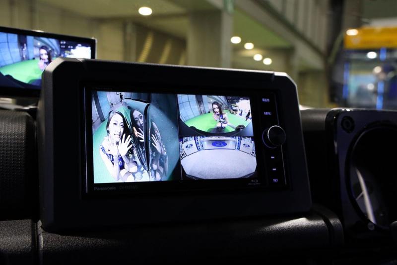 3つのカメラ映像をナビ画面に映す