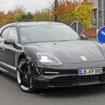 EVなのにエキゾーストパイプ!? ポルシェ初のEVワゴン「タイカン スポーツツーリスモ」をキャッチ - Porsche Taycan Sport Turismo 2